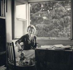 Eduardo Gageiro, Sophia de Mello Breyner Andresen na casa da Travessa das Mónicas, 1964.