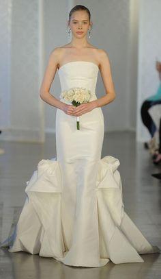 Strapless wedding gown   Oscar de la Renta Spring 2017   https://www.theknot.com/content/oscar-de-la-renta-wedding-dresses-bridal-fashion-week-spring-2017
