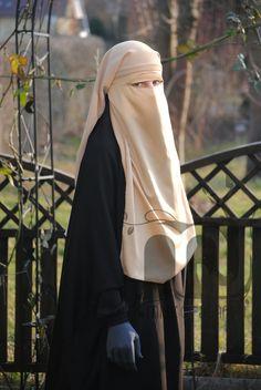 Saudi-Niqab Creme