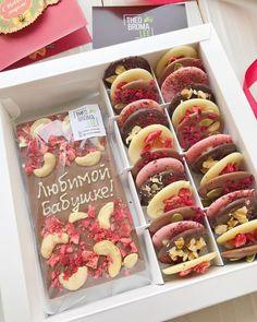 Homemade Chocolate Bars, Chocolate Almond Bark, Chocolate Work, Chocolate Candy Recipes, Chocolate Shop, Vegan Chocolate, Baking Packaging, Dessert Packaging, Candy Packaging