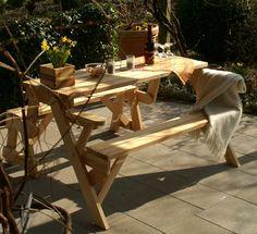 BATIKO ist die Gartentisch-Gartenbank-Kombination aus Naturholz geölt - Gartenmöbel mit Pfiff Folding Picnic Table Bench, Diy Picnic Table, Picnic Table Plans, Wooden Bench Plans, Serra Circular, Outdoor Furniture Sets, Outdoor Decor, Woodworking Projects Diy, Projects To Try
