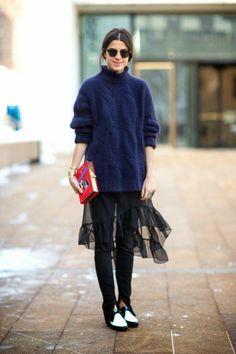 New York Fashion Week Fall 2014 - Leandra Medine in Saint Laurent shoes and Olympia Le Tan clutch Leandra Medine, Look Fashion, Daily Fashion, Winter Fashion, Womens Fashion, Fashion Trends, Fashion Mode, Skirt Fashion, Fashion Beauty