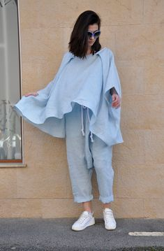 Iranian Women Fashion, Henna, Linen Tunic, Street Style Summer, Loose Tops, Fashion Outfits, Boho Fashion, Everyday Outfits, Coats For Women