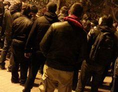 Εισβολή ενόπλων στην πλατεία Εξαρχείων