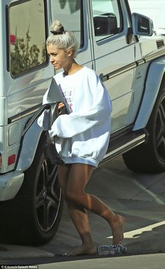 Ariana Grande emerges after pulling out of Brit Awards Ariana Grande Fotos, Ariana Grande Feet, Ariana Grande Pictures, Ariana Grande House, Paparazzi Photos, Dangerous Woman, Forever, Gossip Girl, Cool Girl