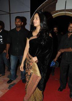 Anushka Shetty Photos In Black Saree