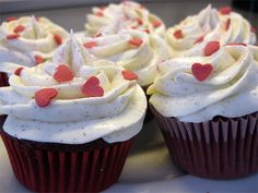 Red Velvet Cupcakes with Creamcheese Frosting, decorated with red glitter and red hearts.