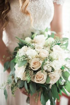 white bouquet | Lindsay Campbell Photography | Glamour & Grace