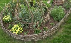 15 Brilliant Garden Edging Ideas You Can Do at Home… | http://www.ecosnippets.com/gardening/15-garden-edging-ideas/