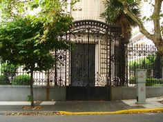 Main entrance from the Consulate of the French Embassy.