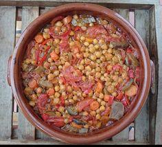 Ρεβίθια του καλοκαιριού…από την Αλεξάνδρα Σουλαδάκη http://www.donna.gr/14578/revithia-tou-kalokeriouapo-tin-alexandra-souladaki/  Σκέφτηκα να μαγειρέψουμε ένα ωραίο όσπριο, όμως αυτή τη φορά θα το φτιάξουμε καλοκαιρινό… Την θρεπτική αξία και την ωφελιμότητα των οσπρίων την γνωρίζουμε πολύ κ�