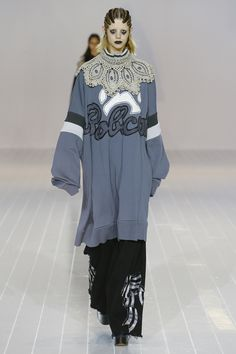 http://www.vogue.com/fashion-shows/fall-2016-ready-to-wear/marc-jacobs/slideshow/collection