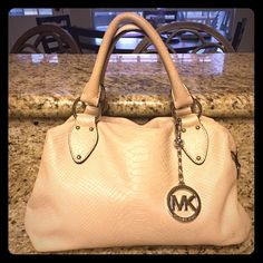 Off-White Snake Embossed Satchel Super cute off-white/ivory/cream snake or lizard embossed Michael Kors satchel. In EUC. Has silver hardware, zip closure, and 5 inside pockets (1 is a zip pocket). Comes with dust bag and detachable shoulder strap. MAKE AN OFFER!  I'M MOVING & ALL REASONABLE OFFERS WILL BE ACCEPTED!!! MICHAEL Michael Kors Bags Satchels