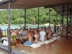 Grupo de viajeros Insolit en la isla de Koh Samed