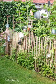 A garden visit – conservatory ideas – Elaine – diy garden landscaping Yard Art, Small Gardens, Outdoor Gardens, Garden Cottage, Diy Garden, Garden Ideas, Garden Shade, Recycled Garden, Terrace Garden