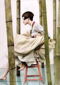 Korean traditional wear: hanbok // Kyung Soo Kim The Full Moon Story, Vogue Korea 2007 Vogue Korea, Vogue Japan, Vogue Russia, Korean Hanbok, Korean Dress, Arte Fashion, Editorial Fashion, Editorial Hair, Vogue Fashion