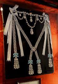 guinness gioielli La collana appartenuta alla regina Maria Antonietta, con un prezzo ad oggi stimato in 3,7 milioni di dollari, - Cerca con Google
