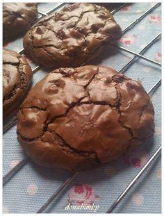 Mais uma bolachinhas deliciosas, uns verdadeiros brownies mas em forma de cookies. Estas cookies foram feitas para o meu filho Tomás...