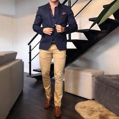 Gentbelike for more *** 📷 khaki pants outfit, blazer outfits m Navy Blazer Outfits, Khaki Pants Outfit, Navy Blazer Men, Mens Fashion Blazer, Suit Fashion, Fashion Guide, Mode Man, Formal Men Outfit, Dress Casual