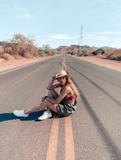 Road Photography, Portrait Photography Poses, Photography Women, Best Poses For Pictures, Road Pictures, Picture Poses, Photo Poses, Picture Ideas, Instagram Pose
