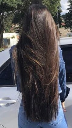 If one discovers that his or her parents have become bald at some point, that fellow should be ready because there is a he or she is going to be plagued by the same issue. Long Silky Hair, Long Dark Hair, Super Long Hair, Thick Hair, Prom Hairstyles For Long Hair, Hair Growth Tips, Beautiful Long Hair, Hair Lengths, Hair Beauty