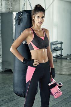 Sports bra level 2 medium. Grey sports bra with pink details.