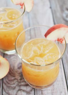 Peach Margaritas - the perfect summer drink bc peaches and booze Party Drinks, Cocktail Drinks, Fun Drinks, Beverages, Cocktail Recipes, Drink Recipes, Pool Drinks, Party Snacks, Healthy Drinks