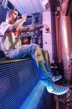 Justin Bieber wearing En Noir Distressed Jeans, Vans Checkerboard Slip-on and Purpose Tour VFiles T-Shirt Fashion 2014, Star Fashion, Urban Fashion, Mens Fashion, Justin Bieber Baby, Justin Bieber Style, Vans Checkerboard, Vans Slip On, Urban Style