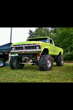 I'm thinking this is a '76.  Anyone know for sure?  Love '70s Ford F series trucks.