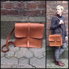 Ryhdikäs nahka + klassinen malli = ihana mittatilauslaukku. #laukku#kehräsaari #handmade #käsityöläinen#mittatilaustyö #finnishdesign