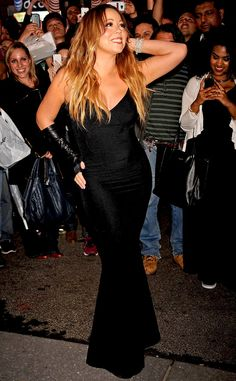 Mariah Carey's in full diva mode in her signature mermaid gown look!