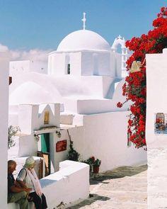 Taking a walk in a peaceful alley of 📍Amorgos island (Αμοργός)