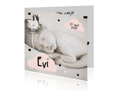 Foto geboortekaartje meisje met hartjes en hippe wolkjes