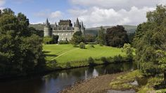 A great view of Inverarary Castle on the shore of Loch Fyne, western Scotland. It has been the seat of the Duke of Argyll, chief of Clan Campbell, since the 17th century
