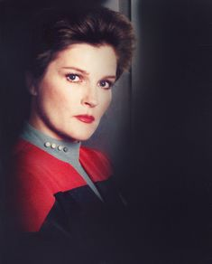 Star Trek Enterprise, Star Trek Voyager, Star Trek Tos, Star Wars, Captain Janeway, Watch Star Trek, Kate Mulgrew, Mad Women, Star Trek Series