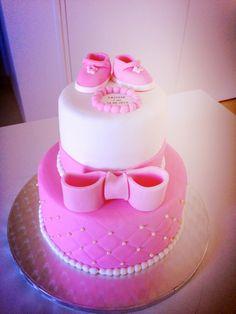 Un gâteau baptême Baby Girl Cakes, Baby Birthday Cakes, Gateau Baby Shower, Baby Shower Cakes, Christening Cake Girls, Bicycle Cake, Fondant, Baby Reveal Cakes, Wedding Cakes With Cupcakes