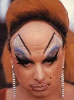 Divine in John Waters' Pink Flamingos, Photo: Lawrence Irvine John Waters, Eyebrow Fails, Eyebrow Game, Eyebrow Shapes, Ugly Makeup, Que Horror, Bad Eyebrows, Worst Eyebrows, Pin Up Photos