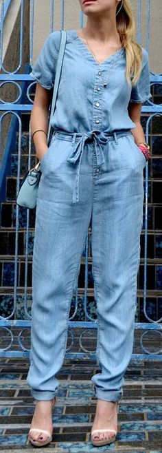 Sometimes it's hard to coordinate a chic outfit, so just let the Dittos Sela Blue Denim Jumpsuit do it for you! This short sleeve jumpsuit has a V neckline and tapered pant legs. Jumpsuit With Sleeves, Denim Jumpsuit, Vintage Style Dresses, Chic Outfits, Casual Looks, Fashion Dresses, Womens Fashion, How To Wear, Clothes