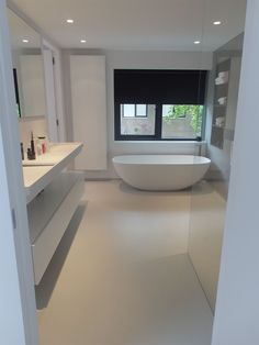 Cast floor and microcement bathroom white gray - floor # gray . - Cast floor and microcement bathroom white gray – floor - Black Bathtub, Black Tub, Modern Bathtub, Bathroom Modern, All White Bathroom, Small Bathroom, Master Bathroom, Bathroom Ideas, Bad Inspiration