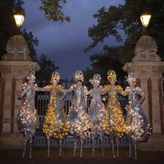 The Silver Belles - Stilt Walkers | London| UK #silver stilt walkers #gold stilt walkers #christmas entertainment