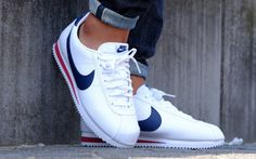 Discover a Nike Classic Cortez leather in the colors of the United States, a running man for the fall 2019 collection. Nike Cortez Leather, Nike Classic Cortez Leather, Nike Cortez Mens, Basket Nike Cortez, Mode Masculine, Womens Workout Outfits, Nike Free Shoes, Casual Shoes, Nike Men