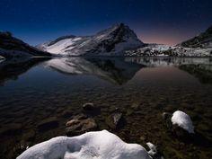 Cold night by Alberto García Alberto Garcia, Cold Night, Cool Photos, Northern Lights, Mountains, Nature, Travel, Landscapes, Naturaleza