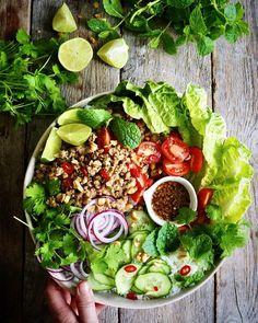 Den beste oppskriften for fløtegratinerte poteter - Mat På Bordet Thai Larb, Larb Recipe, Frisk, Couscous, Cobb Salad, Poultry, Quinoa, Acai Bowl, Salad Recipes