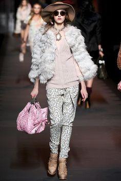 Entre las tendencias para el otoño-invierno del 2013 no podían faltar los sombreros. Las opciones que proponen Dior, Channel y otras marcas son amplias, siempre apostándole a la feminidad y delicadeza para la mujer actual.   http://www.liniofashion.com.co/linio_fashion/mujeres?utm_source=pinterest_medium=socialmedia_campaign=COL_pinterest___fashion_modamujer_20130823_12_sm=co.socialmedia.pinterest.COL_timeline_____fashion_20130823modamujer.-.fashion