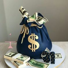 The Effective Pictures We Offer You About Cake Design 2019 A quality picture can tell you many things. You can find the most beautiful pictures that can be presented to you about Cake Design in this a Money Birthday Cake, Birthday Drip Cake, Money Cake, Birthday Cakes For Men, Birthday Cake Decorating, Unique Cakes, Creative Cakes, Bolo Gucci, Cake Design For Men