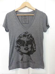 Women's HIPS & HAIR Marilyn Monroe Eyeless Graphic V-Neck Gray Shirt, Size M #HipsAndHair #GraphicTee