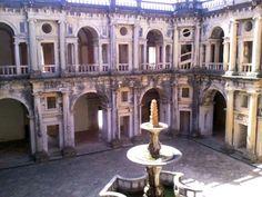 Fountain in Renaissance Cloister at Convento de Cristo, Tomar, Portugal: http://www.europealacarte.co.uk/blog/2012/04/20/tomar/