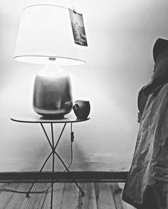 """Prima di andare a dormire una tazza di tè e due parole con #aldamerini.. Pensando che """"certe notti non accadono mai"""" Buon compleanno Alda grazie per le tue parole di follia e estrema lucidità. #poesia #parolenote #fabriziogarda #nottemondo"""