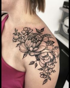 Tattoos for women Thigh Piece Tattoos, Waist Tattoos, Pieces Tattoo, Bone Tattoos, Black Ink Tattoos, Body Art Tattoos, Key Tattoos, Tattoo Life, Tattoos For Women Small