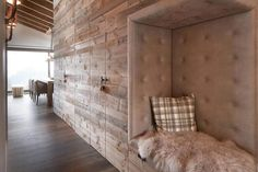 Rustic apartment situated in Laax, Switzerland, designed by Go Interiors. Rustic Apartment, Apartment Interior, Chalet Interior, Interior Design, Master Bedroom Closet, Cozy Room, Barn Wood, House Plans, Sweet Home
